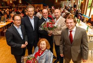 Rainer Thiel beglückwünscht den geschäftsführenden Vorstand (v.l.): Reiner Breuer MdL, Albert Richter, Gertrud Servos, Klaus Krützen, Rainer Thiel, Martin Mertens (es fehlt Regina Nawrot).