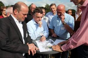 Bundestagskandidat Klaus Krützen, Verkehrsminister Michael Groschek und Rainer Thiel MdL (v.l.n.r.)