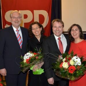 Freuen sich über das Wahlergebnis von 100 Prozent: Albert Glöckner und Frau Hedi, Martin Mertens und Partnerin Diana. (v.l.n.r.)