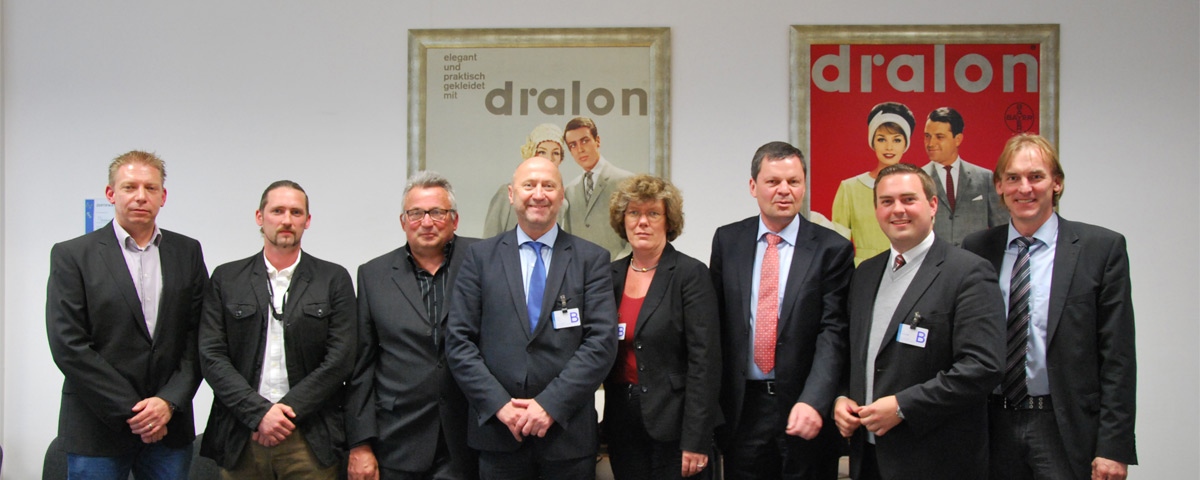 (ab 4.v.l.) Rainer Thiel MdL, Petra Kammerevert MdEP, Geschäftsführer Dieter Heinkes und Bürgermeisterkandidat Erik Lierenfeld