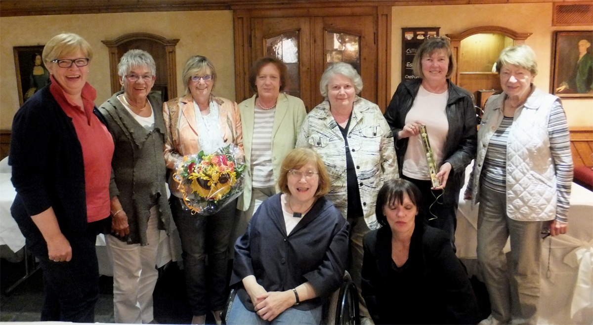 Das Foto zeigt (v.l.n.r.): Heidemarie Niegeloh, Rosi Jost, Rosi Bruchmann, Cornelia Lampert-Voscht, Marianne Kuntschik, ASF-Landesvorsitzende Ulla Meurer, Anni Brand-Elsweier (hintere Reihe), Gertrud Servos, Dagmar Grunow (vorne).