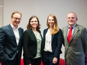Reiner Breuer und Benno Jakubassa mit Anne-Jeanette Breuer und Jacqueline Förster als zwei Vertreterinnen der Heinrich-Heine-Consulting