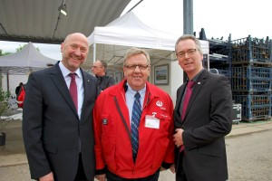 (v.l.n.r.) Rainer Thiel MdL, Hydro-Betriebsrat Ernst Schumacher, Hans Christian Markert MdL