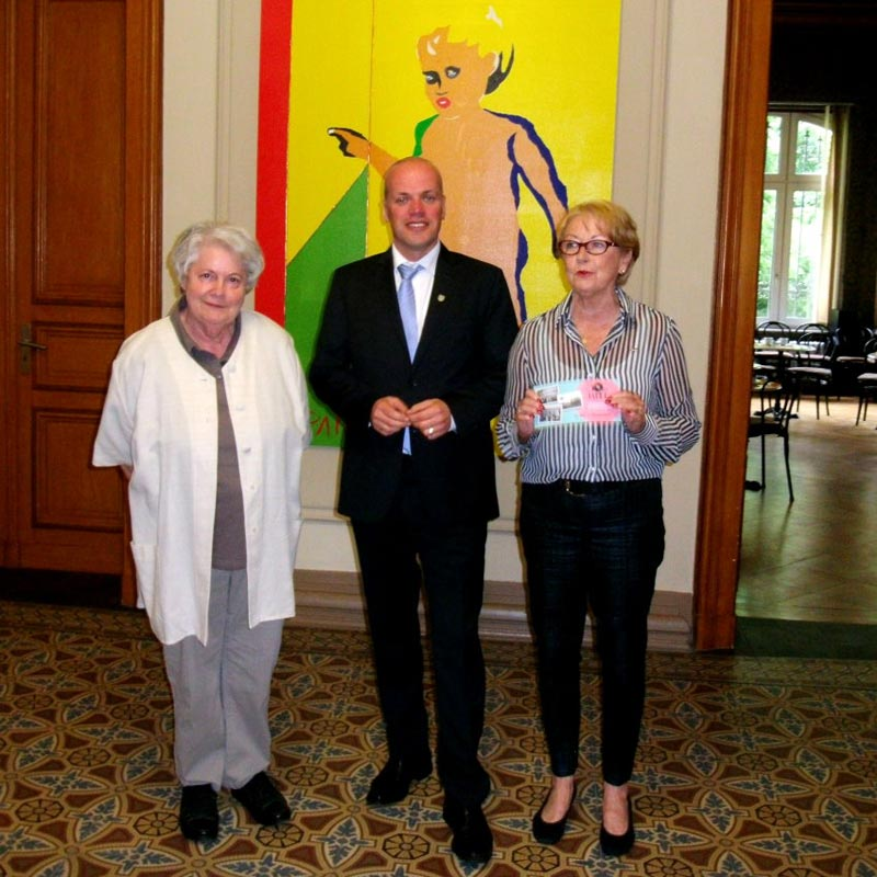 (v.l.n.r.) Marianne Kuntschik, Bürgermeister Klaus Krützen und Marie-Jeanne Zander